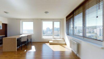 Veľkometrážny 4 izbový byt s terasou v Dúbravke