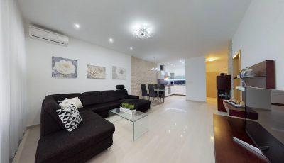 Predaj priestranného 2 izbového bytu v Dúbravke, so záhradkou