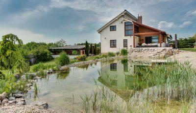 Nádherné rodinné sídlo v tichej uličke malebnej obce Malženice 3D Model