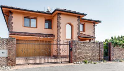 Na predaj veľkorysý rodinný dom v Rusovciach 3D Model