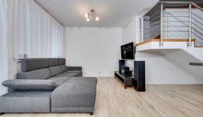 Štvorizbový byt s terasou a troma balkónmi 3D Model