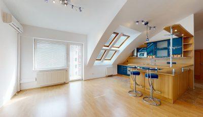Pekný priestranný atypický 4-izbový byt s balkónom 3D Model
