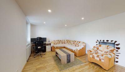 Na predaj 3-izbový byt   Handlová 3D Model